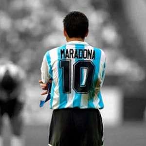 Em homenagem a Maradona, técnico do Olympique pede que ...