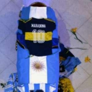 Revolta: funcionários de funerária tiram fotos de Maradona