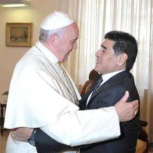 Papa envia rosário e carta para família de Maradona