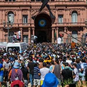 Presidente da Argentina é denunciado por aglomeração em ...