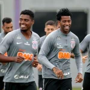 Antes carente, zaga do Corinthians deve ter 'briga' por ...