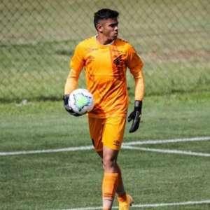 Desfalcado, goleiro do sub-17 é chamado para compor banco do Athletico diante do Palmeiras
