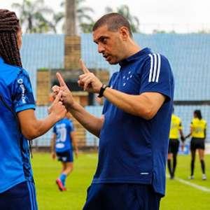 Equipe feminina do Cruzeiro treina com apenas oito ...