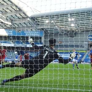 Com VAR decisivo, Liverpool cede empate ao Brighton no fim