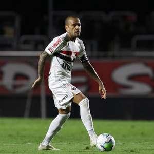 Com 'ironia' e foco, Daniel Alves reencontra o Bahia em ...