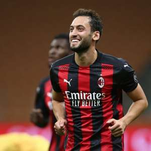 Milan recebe Fiorentina e defende a liderança do ...