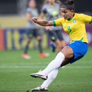 Com três gols de Debinha, Brasil goleia Equador em amistoso