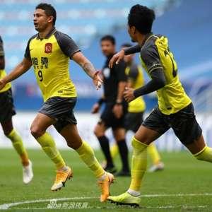 Com gol de Elkeson, Guangzhou conquista primeira vitória ...