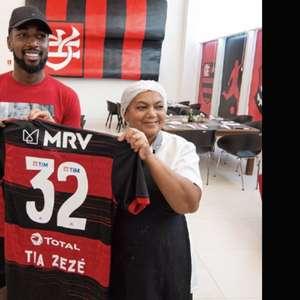 Funcionária deixa o Flamengo após 32 anos e recebe ...