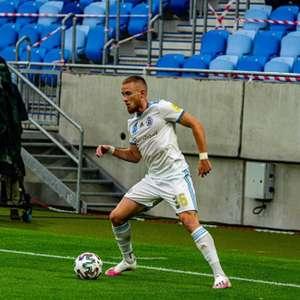 Com assistência de Lucas Lovat, Slovan vence e é líder ...