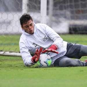 Santos propõe renovação de goleiro da equipe B