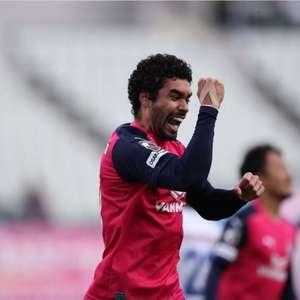 Bruno Mendes faz o gol da vitória do Cerezo Osaka, que ...