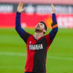 Messi marca golaço, homenageia Maradona e Barcelona goleia