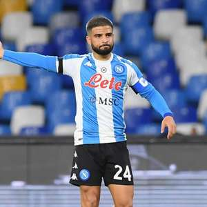 Italiano: Napoli domina a Roma e goleia com uniforme em ...