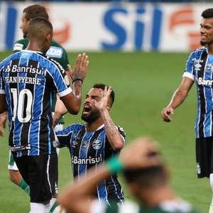 Grêmio bate Goiás com lambança do goleiro e encosta no G-4