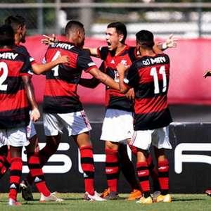 Thiaguinho marca dois, e Flamengo vence o Botafogo pelo ...