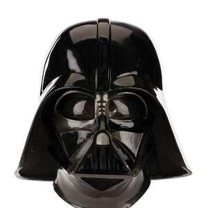 Homem tenta roubar capacete original de Darth Vader