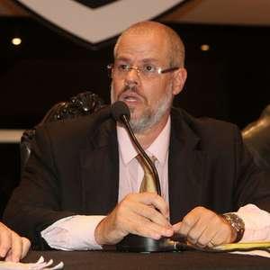No Twitter e na Justiça: Roberto Monteiro, presidente do ...