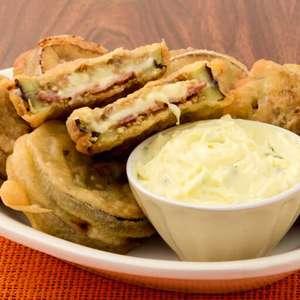 Berinjela recheada e empanada: crocante e fácil de fazer