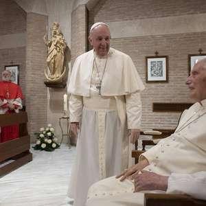 Bento XVI tem 'dificuldades para se expressar', diz cardeal