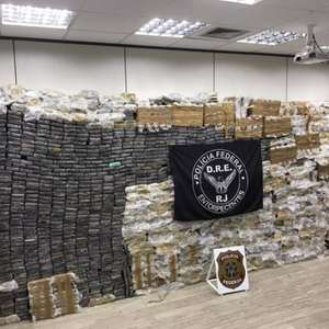 Em meio a crise, Bolsonaro celebra apreensão de droga no Rio