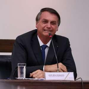 Bolsonaro promete rever decreto que restringe apps de ônibus