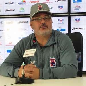 Depois de goleada em casa, Paraná demite Rogério Micale