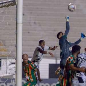 Ponte Preta para no goleiro Gustavo e empata com o Sampaio Corrêa na Série B