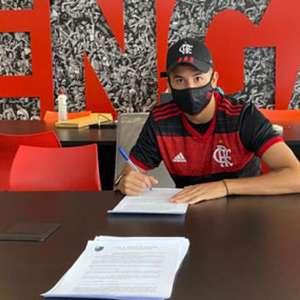 Fabrício Yan assina o primeiro contrato profissional com ...