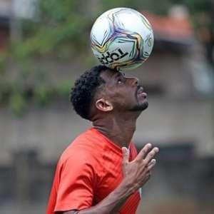 Atacante Waguininho recebe oferta para trocar o Guarani pelo futebol do Vietnã