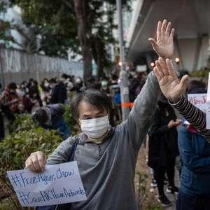 Polícia de Hong Kong prende mais de 50 membros da oposição