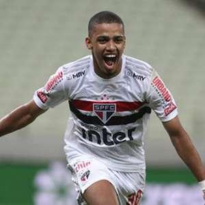 São Paulo goleia o Goiás e assume a liderança do ...