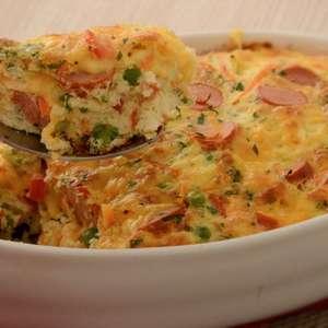 Omelete assada com salsicha e legumes
