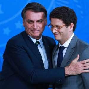 Bolsonaro manda Salles para Conferência do Clima, em 2021