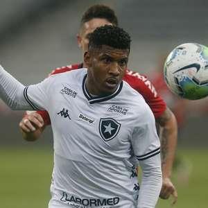 Rhuan deve ser titular do Botafogo contra o Flamengo; ...
