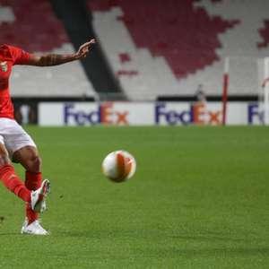Gilberto celebra classificação do Benfica para a próxima ...