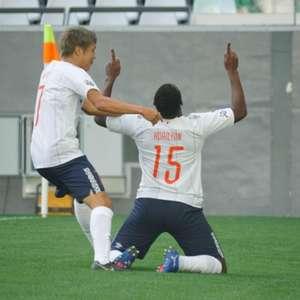 Adaílton comemora gol que classificou FC Tokyo na ...