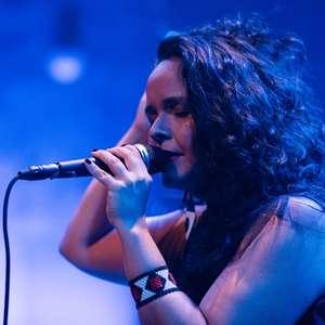 """Canção """"Carcará"""" ganha releitura na voz de Thayana Barbosa"""
