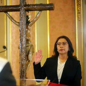 Parlamento do Peru aprova governo da premiê Bermúdez