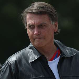 """""""Só papai do céu me tira daqui, mais ninguém"""", diz Bolsonaro"""
