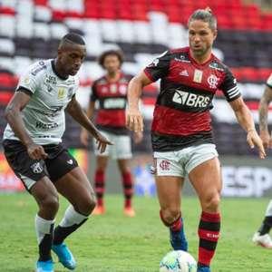 William Oliveira comemora retorno aos gramados após período lesionado
