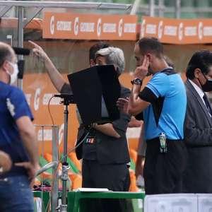 Veja os diálogos com o VAR na semi entre Palmeiras e River
