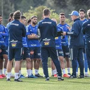 Elenco do Cruzeiro tem atrasos salariais e não concentra