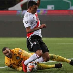 Palmeiras passa sufoco, mas segura a pressão e vai à final