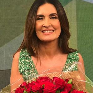 Fátima Bernardes exibe vestido que favorece a silhueta
