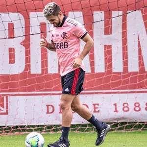 Arrascaeta revela para quem torcerá na Libertadores e clube onde sonha jogar