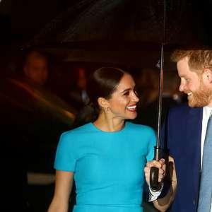 Príncipe Harry está feliz apesar de mágoa por racha com família real, diz amigo