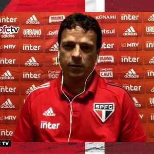 """SÃO PAULO: Diniz defende Dani Alves de críticas e elogia o jogador: """"Ele tem um peso muito grande dentro do campo"""""""