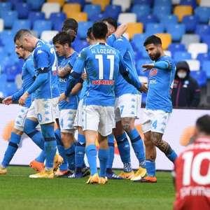 Em casa, Napoli goleia a Fiorentina e assume a terceira ...