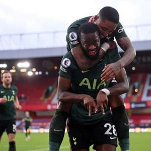 Ndombélé faz golaço, Kane marca de novo e Tottenham vence